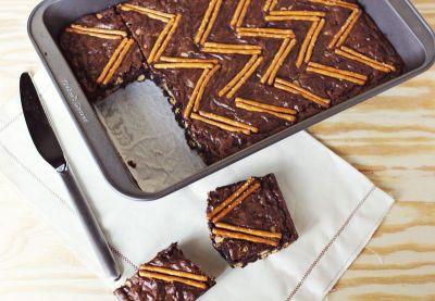 The Glitter Life Pretzel Brownies